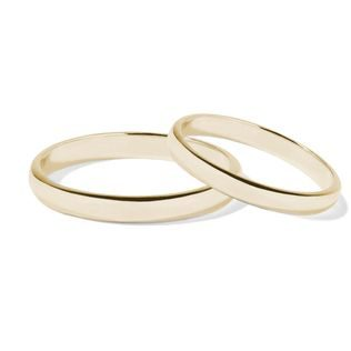 Classic wedding rings in yellow gold