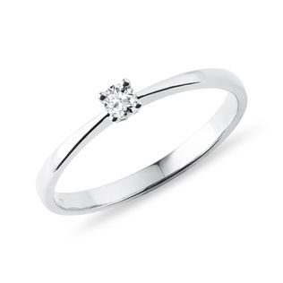 Delicate diamond ring in white gold