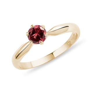Spinel ring in yellow gold
