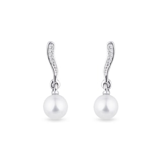 Pearl earrings with diamonds in white gold