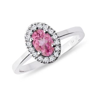 Gold ring with pink sapphire and diamonds