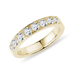 Luxury gold ring with diamonds