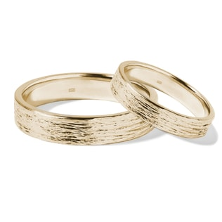 Textured wedding ring set in yellow gold