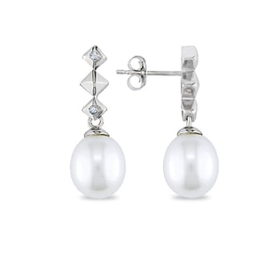 Pearl earrings in white gold