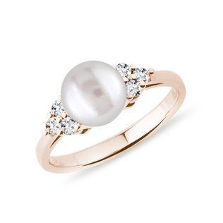 Freshwater pearl ring with diamonds in rose gold