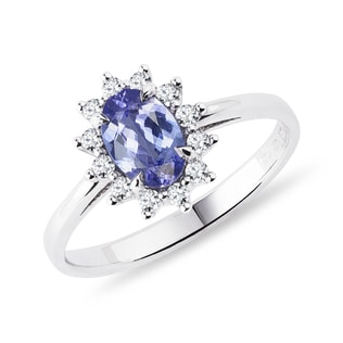 Tanzanite and diamond ring in white gold