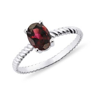Garnet ring in white gold