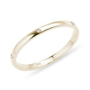 Five diamond ring in yellow gold