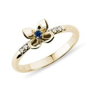 Gold diamond ring with sapphire