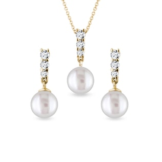 Freshwater pearl earring and necklace set in yellow gold
