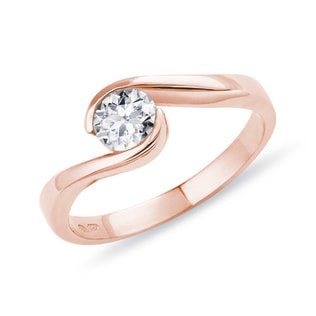 Rose gold engagement ring with a diamond