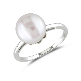 Pearl ring in white gold