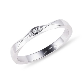 Wedding ring in white gold with diamonds