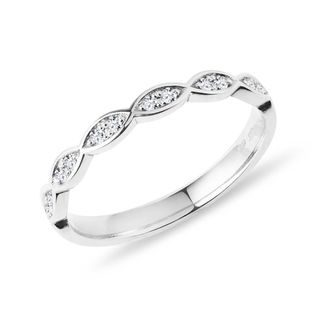 Wedding ring with diamonds in white gold
