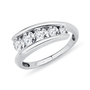 Luxury five diamond ring in white gold