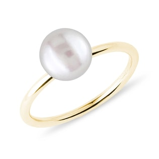 Freshwater pearl ring in yellow gold