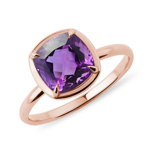 Amethyst ring in rose gold