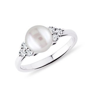 Freshwater pearl and diamond ring in white gold