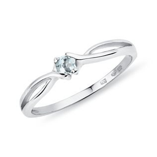 Round aquamarine ring in white gold