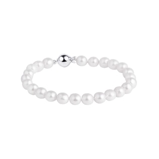 Pearl bracelet with a white gold clasp