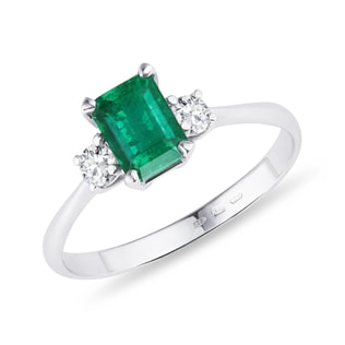 Emerald and diamond ring in 14kt gold