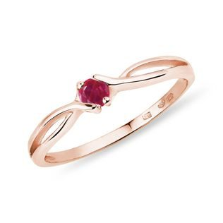 Ruby ring in rose gold