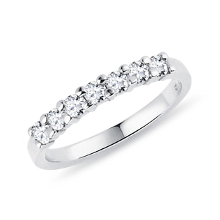 Diamond wedding ring in white gold