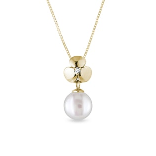 Diamond and pearl pendant in yellow gold
