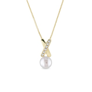 Pearl and diamond necklace in 14kt yellow gold