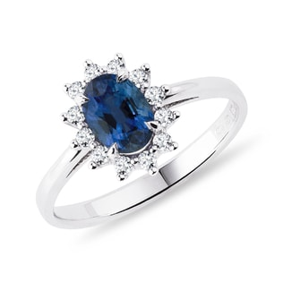 Sapphire ring with diamonds in white gold