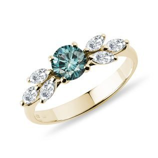 Breathtaking blue diamond ring in 14k yellow gold