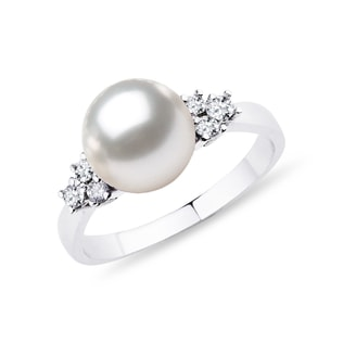 Akoya pearl and diamond ring in white gold