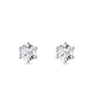 Diamond stud earrings in 14kt white gold