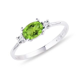 Ring with olivine and diamonds