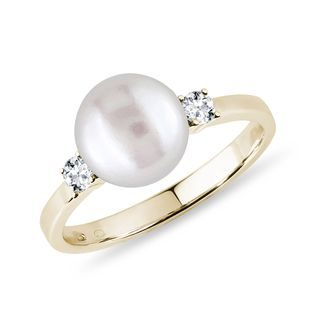 Gold pearl ring with diamonds