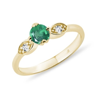 Emerald ring with diamonds in gold