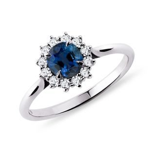 Round sapphire and diamond ring in white gold