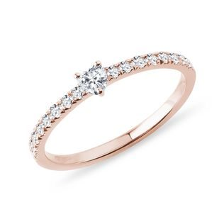 Heart-shaped diamond ring in rose gold