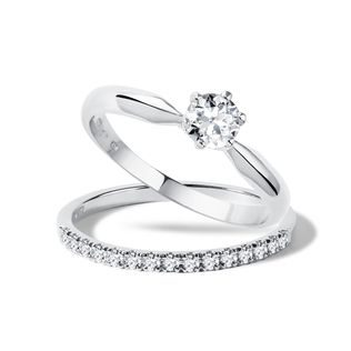 Diamond engagement ring set in white gold