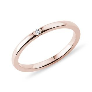Delicate diamond ring in rose gold