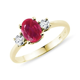 Gold ring with a ruby ​​and diamonds