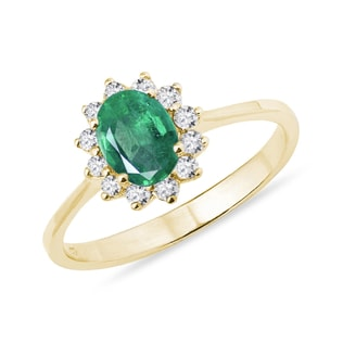 Oval emerald and diamond ring in yellow gold