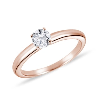 Simple diamond ring in rose gold