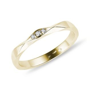 Three diamond ring in gold