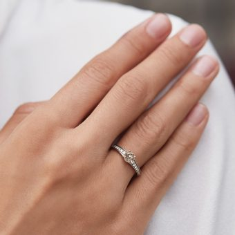 engagement ring with champagne diamond made of white gold - KLENOTA