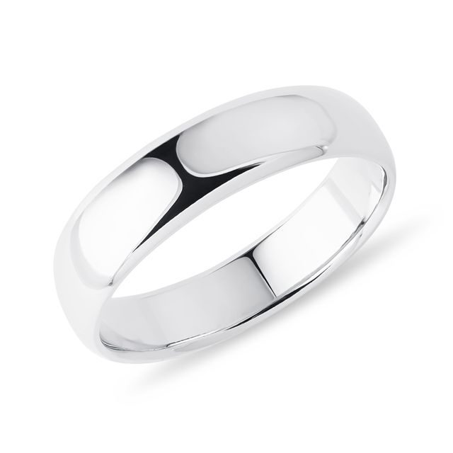 Distinctive men's ring in white gold