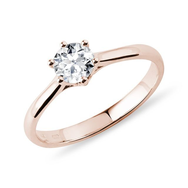 Engagement ring in rose gold