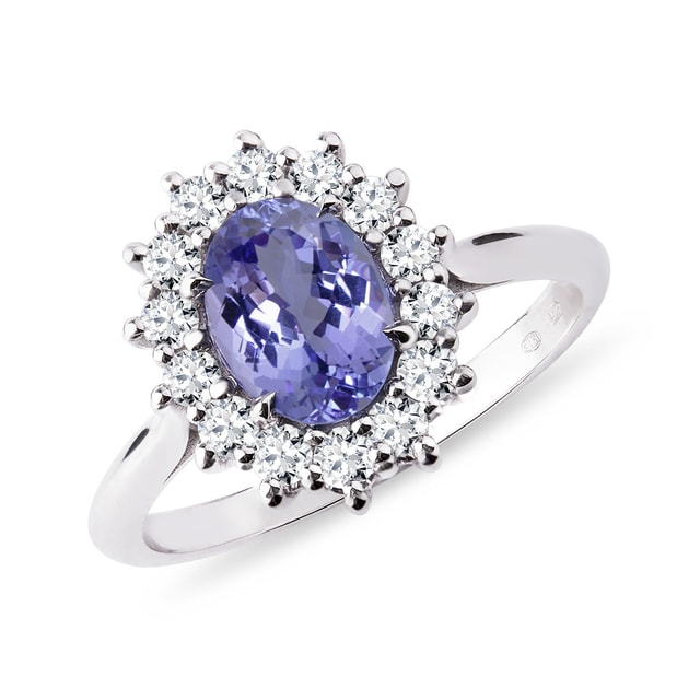 Ring with tanzanite and diamonds in white gold