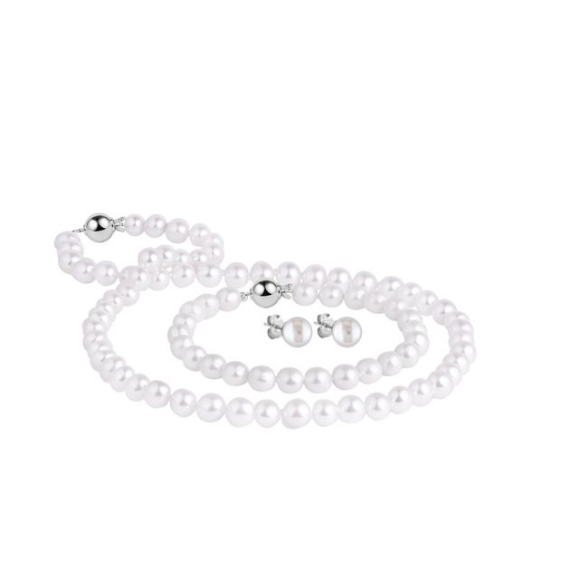 Luxury freshwater pearl jewellery set in gold
