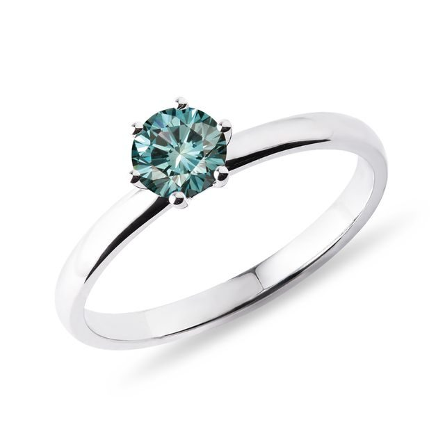 Blue diamond ring in 14kt gold
